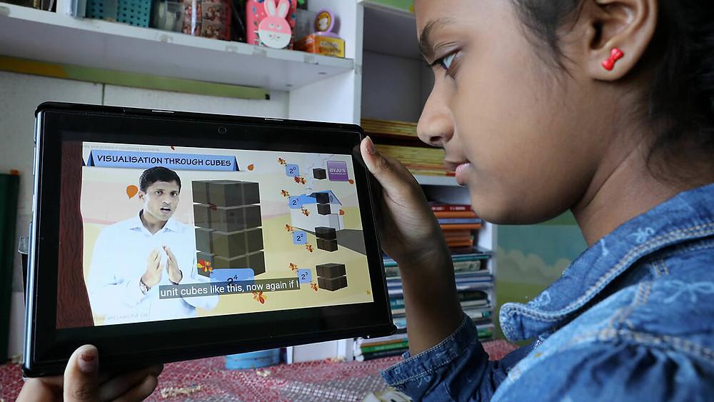 Một học viên tham gia học trực tuyến với ứng dụng Byju (Ấn Độ). Ảnh: Kosaku Mimura/Nikkei Asia.