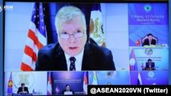 Thứ trưởng Ngoại giao Hoa Kỳ Stephen Biegun và các đối tác hạ nguồn sông Mekong phát biểu trực tuyến tại hội nghị cấp bộ trưởng đầu tiên hôm 11-09-2020. Photo Twitter ASEAN Vietnam 2020.