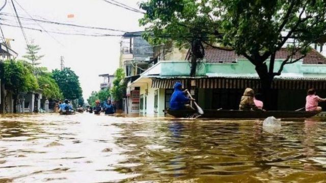 Bão lụt ở miền Trung Việt Nam