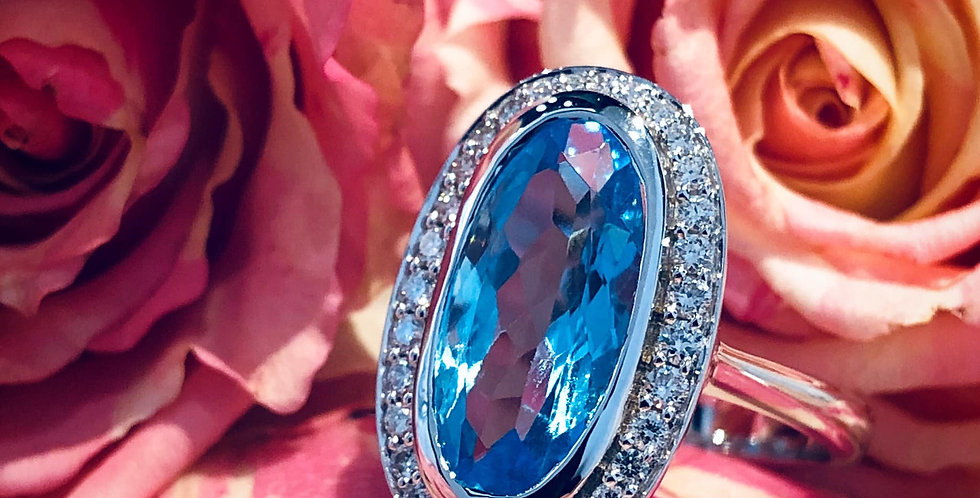 18ct blue topaz and diamond ring