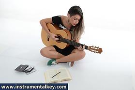 10 tocando guitarra.png