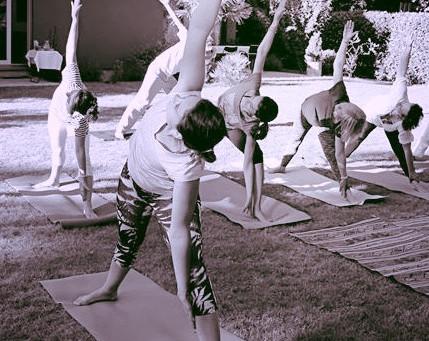 Révisez votre géométrie façon yoga! la posture du triangle (Trikonasana)