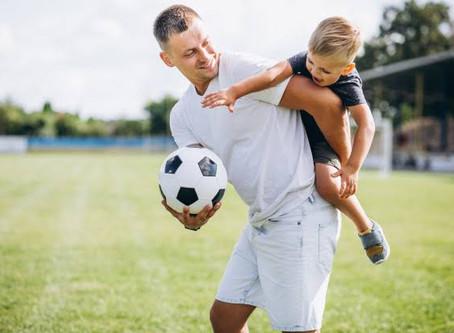 Ao ver que filho ia perder de goleada pai tira bola de campo para ele não passar vergonha