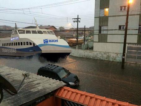 Barcas farão transporte público de Macaé durante alagamentos do verão