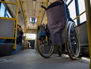 Aprovada lei que exige uso de elevadores em ônibus p/ pessoas com mobilidade reduzida e cadeirantes
