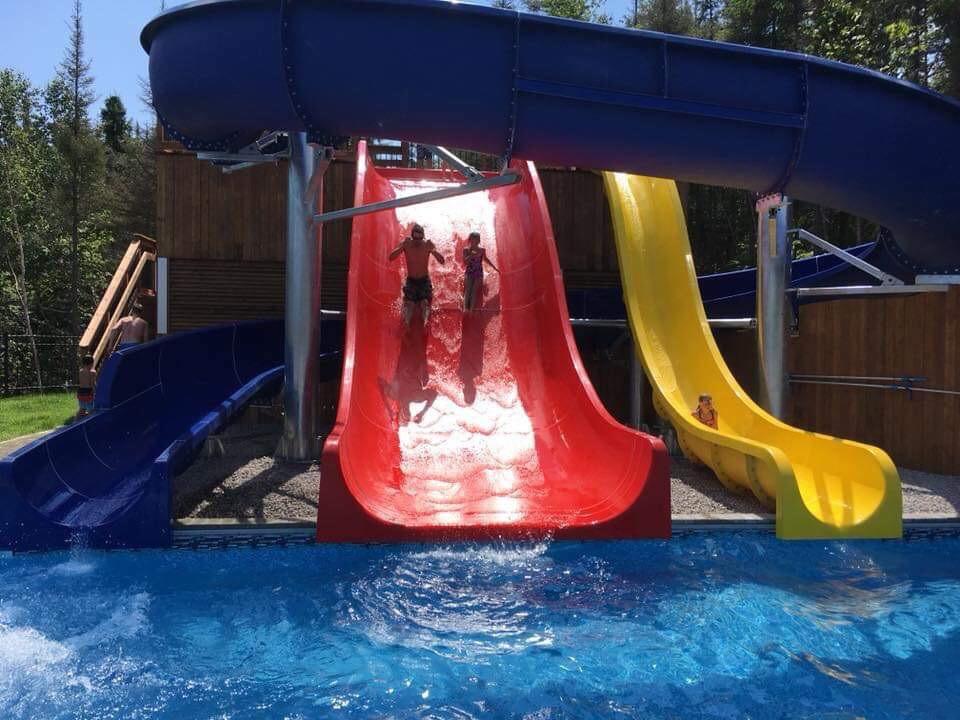 piscine-glissade-eau-camping-boreal-4.JP