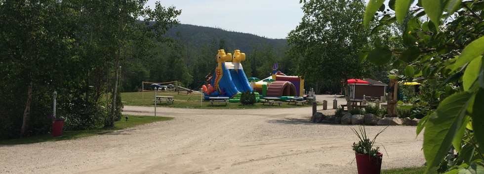 Jeux-gonflables-camping-boreal.JPG