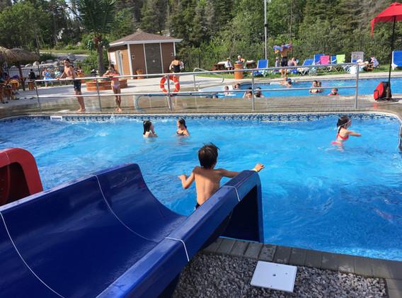 piscine-glissade-eau-camping-boreal.JPG
