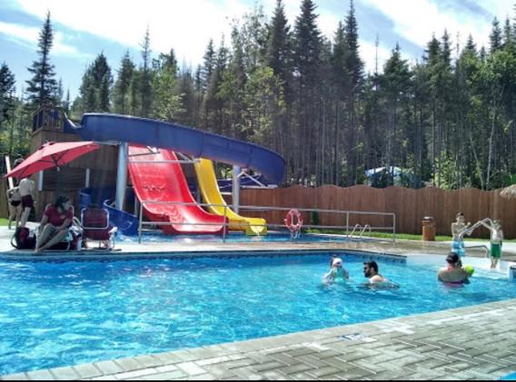 piscine-glissade-eau-camping-boreal-12.j