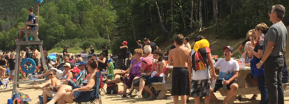 beach-party-camping-boreal-baie-comeau