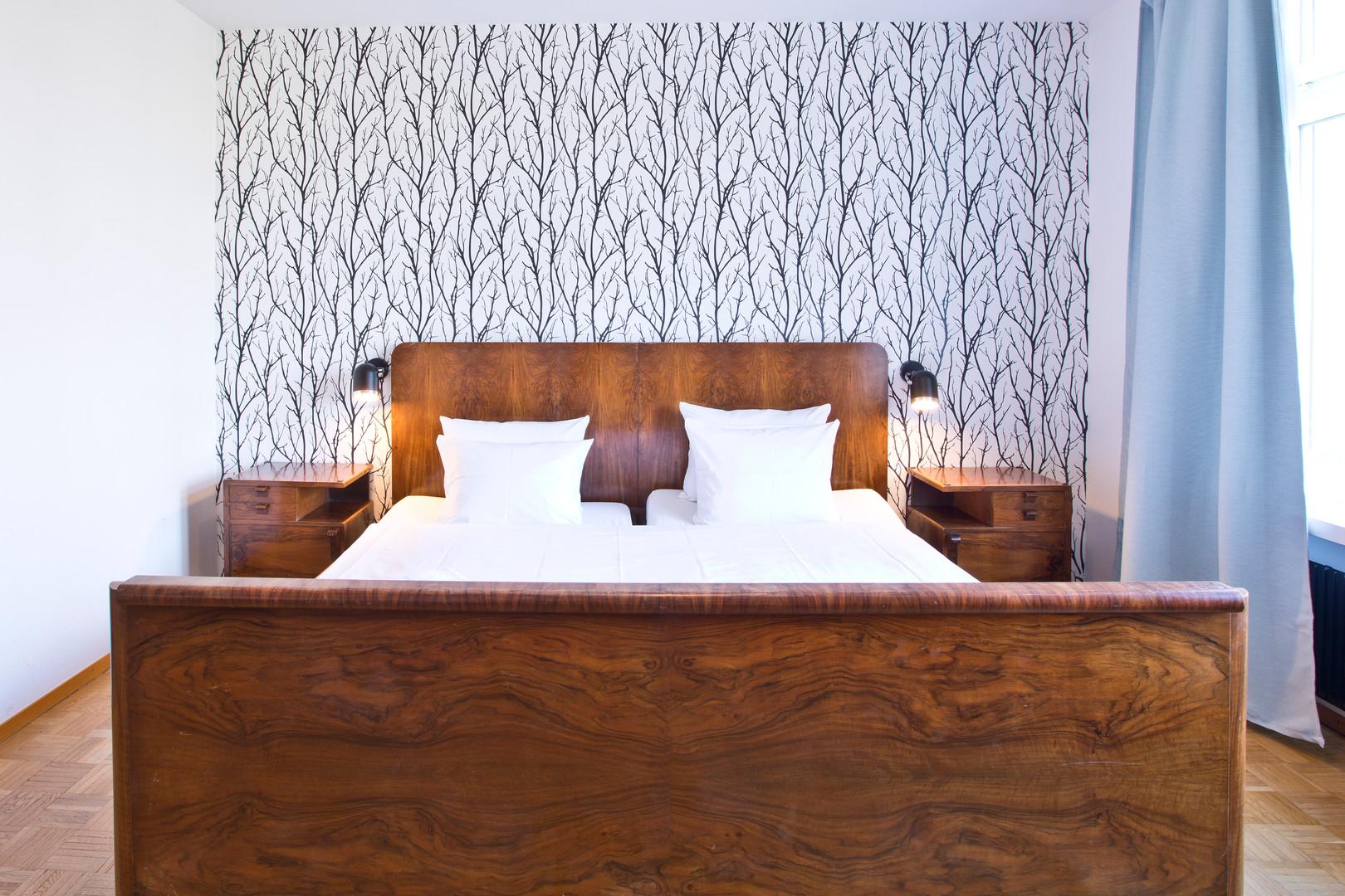 Room 23: Bed
