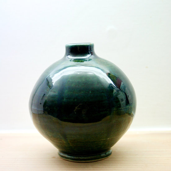 Small moon jar