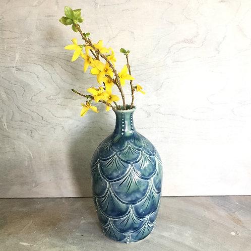 Scallop patterned bottle vase