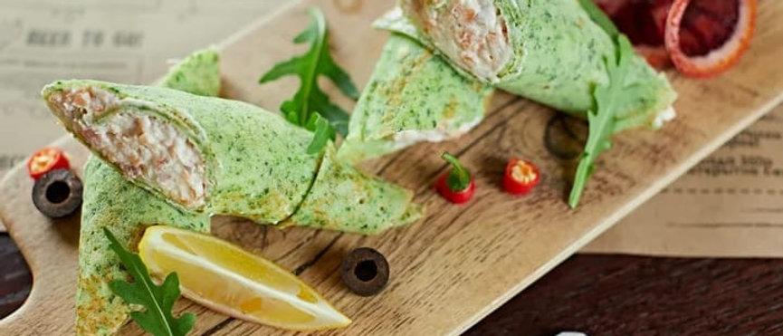 Шпинатные блинчики с сёмгой и творожным сыром