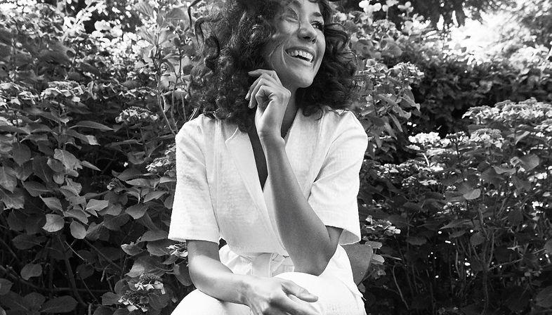 Camille Jones sangerinde, dj og komponis. Founder af Home Concerts og Fine Feather.