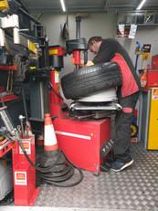 Mobile tyre repairs