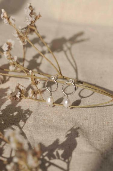 WILD FAWN - minimal pearls studs silver