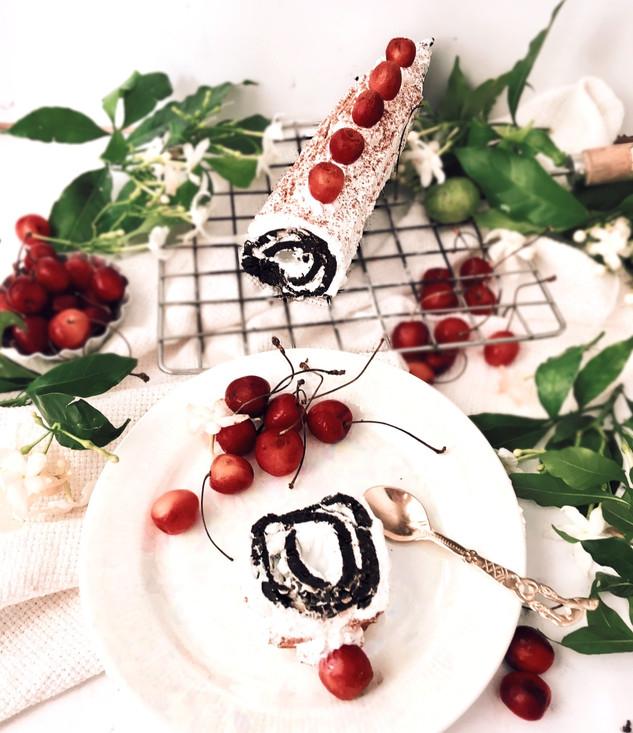 No-bake Chocolate-cherry Swiss roll