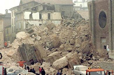Eingestürzter Turm von Pavia in Italien im März 1989
