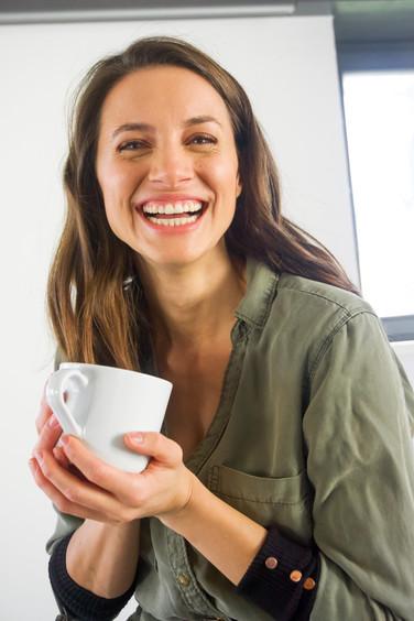 Marion Luck mit einer Tasse Tee