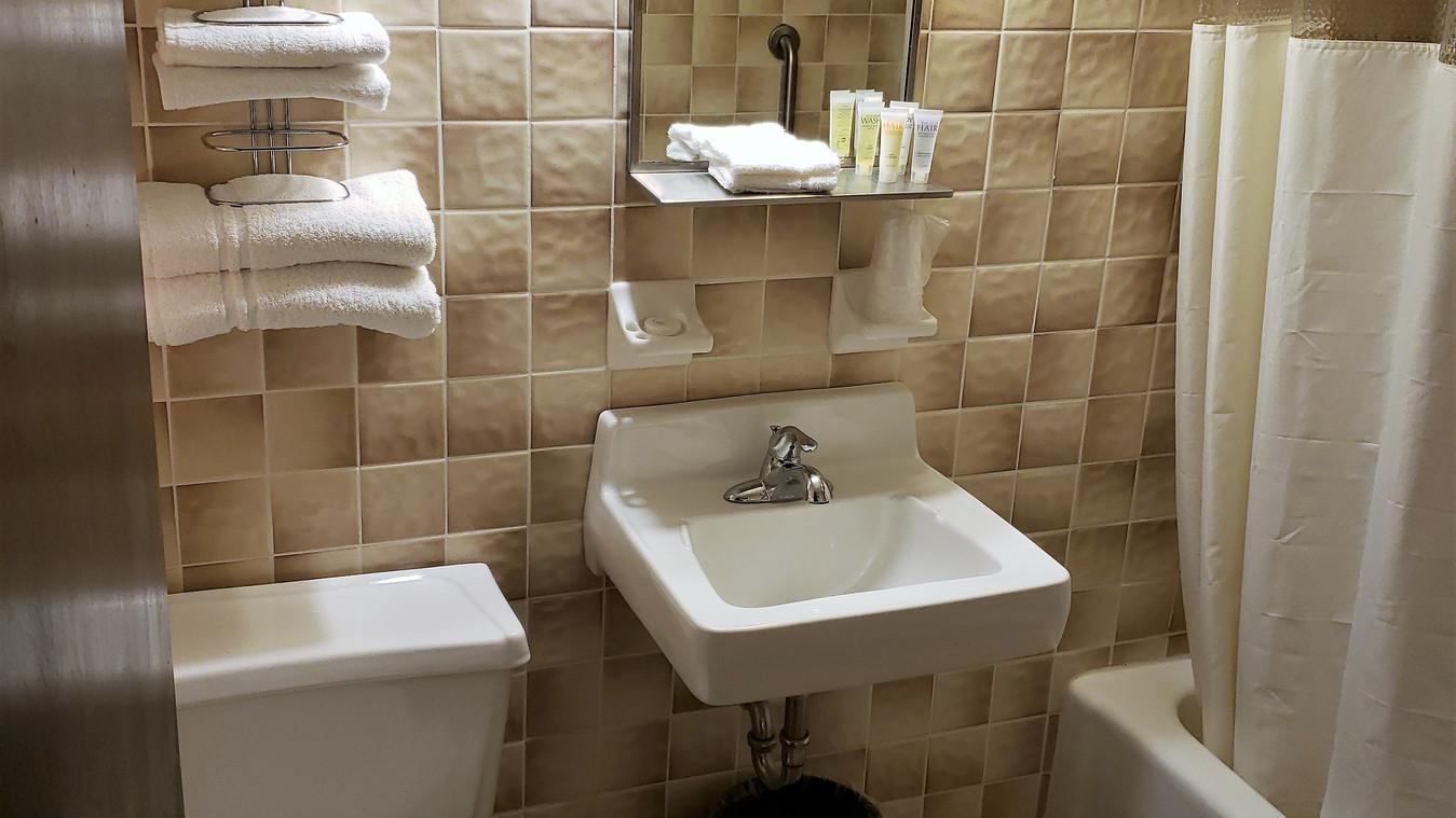 Deluxe 2 Double bathroom