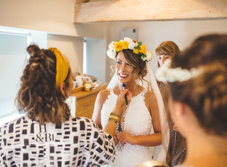 5 reasons to hire a makeup artist for your wedding day