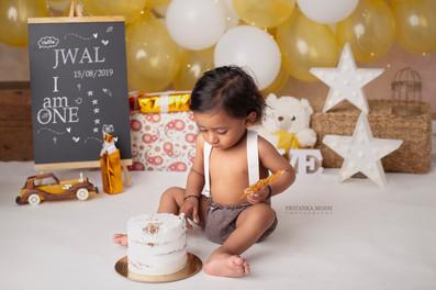 Jwal Cake Smash (9).jpg
