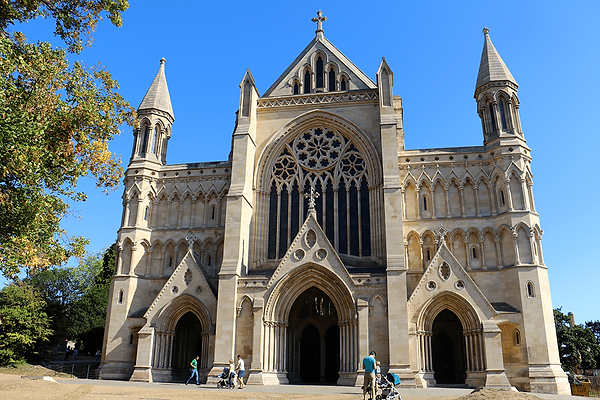 st-albans-cathedral-exterior-children-fa