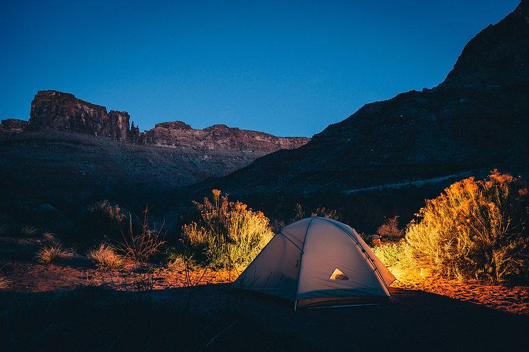 荒野でキャンプ