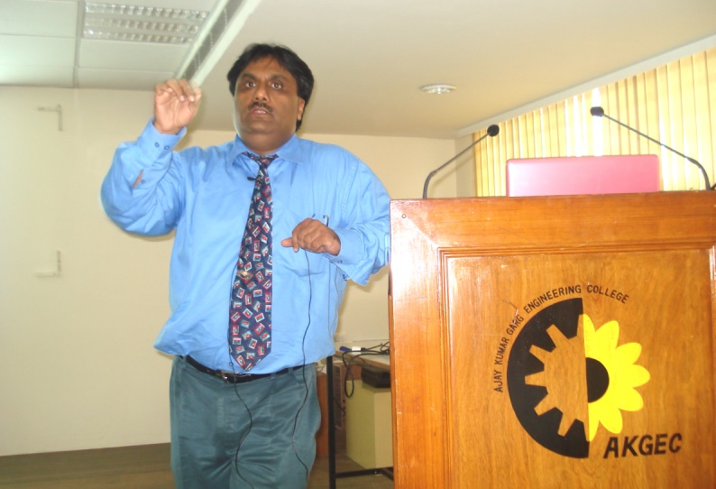 Sujoy_Dutta_at_AKGEC_College