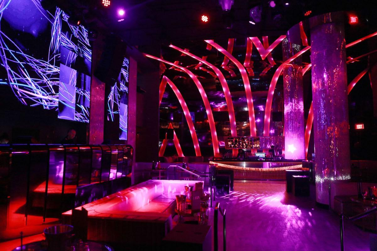 strip-clubs-in-panama-golden-tulip-miami-club-bares-pussy-dares
