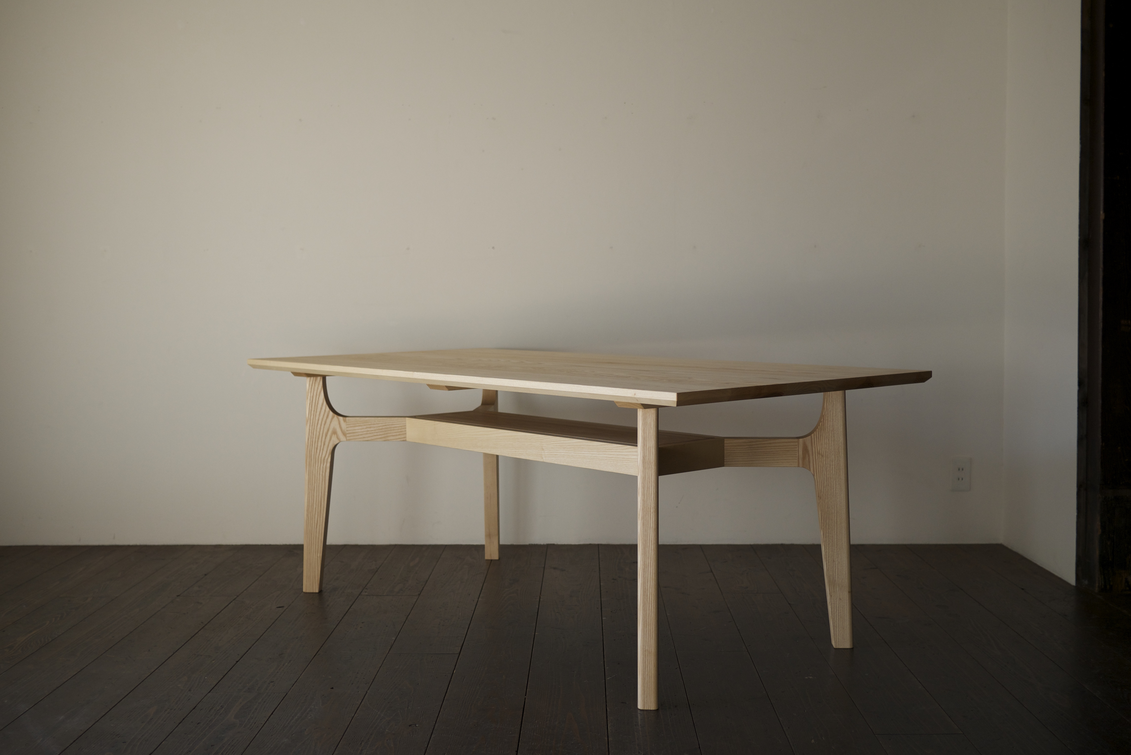 DINING TABLE / BENCH
