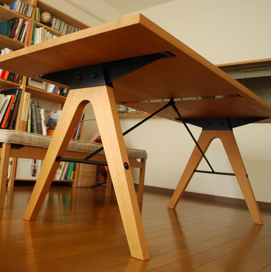 DINING TABLE / wedge