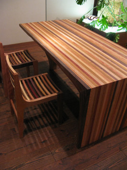 Y TABLE & LOUVER LINE CHAIRS / wedge