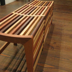 LOUVER LINE BENCH / wedge
