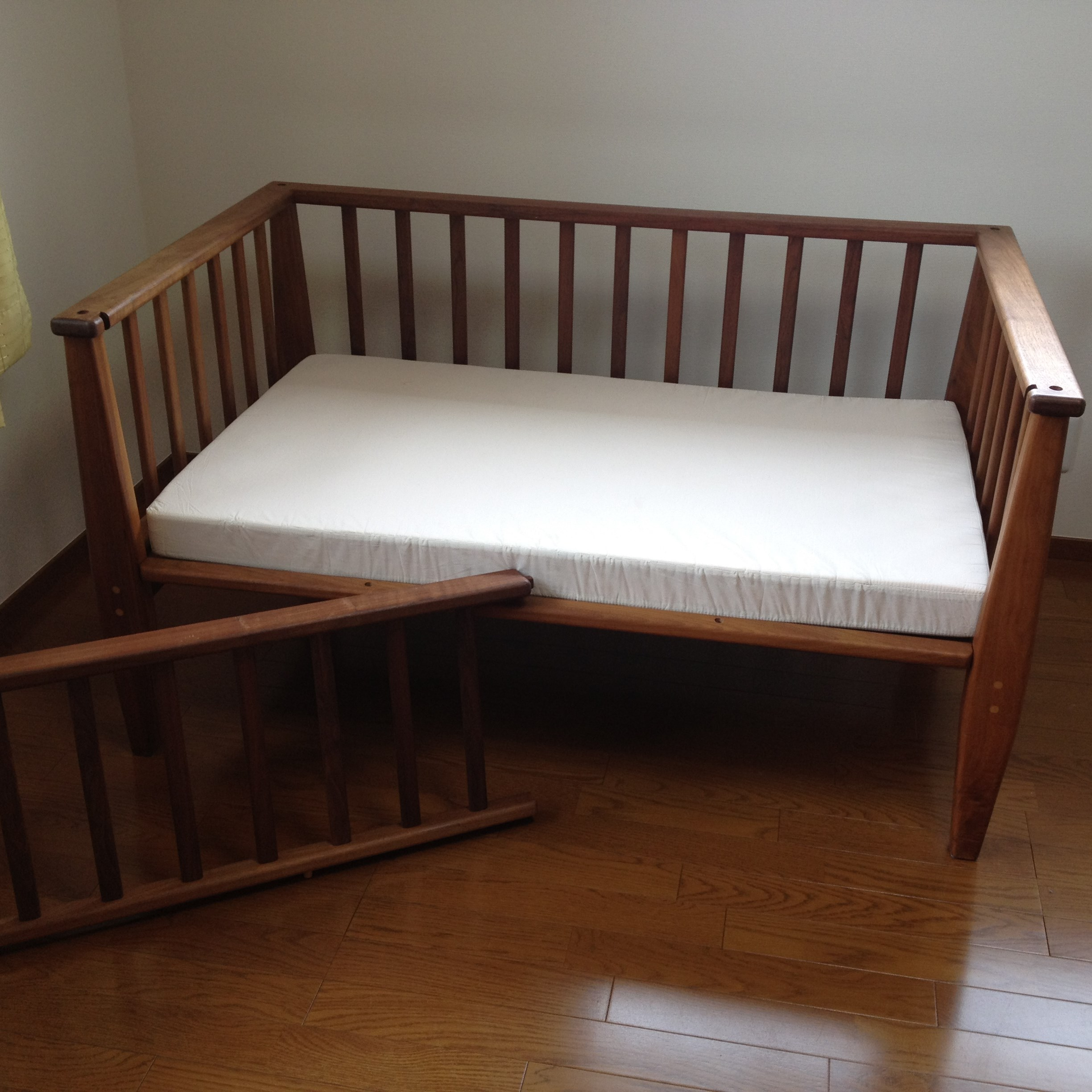 BABY BED - DINING TABLE / wedge