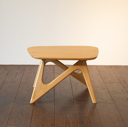 CENTER TABLE -oak / wedge