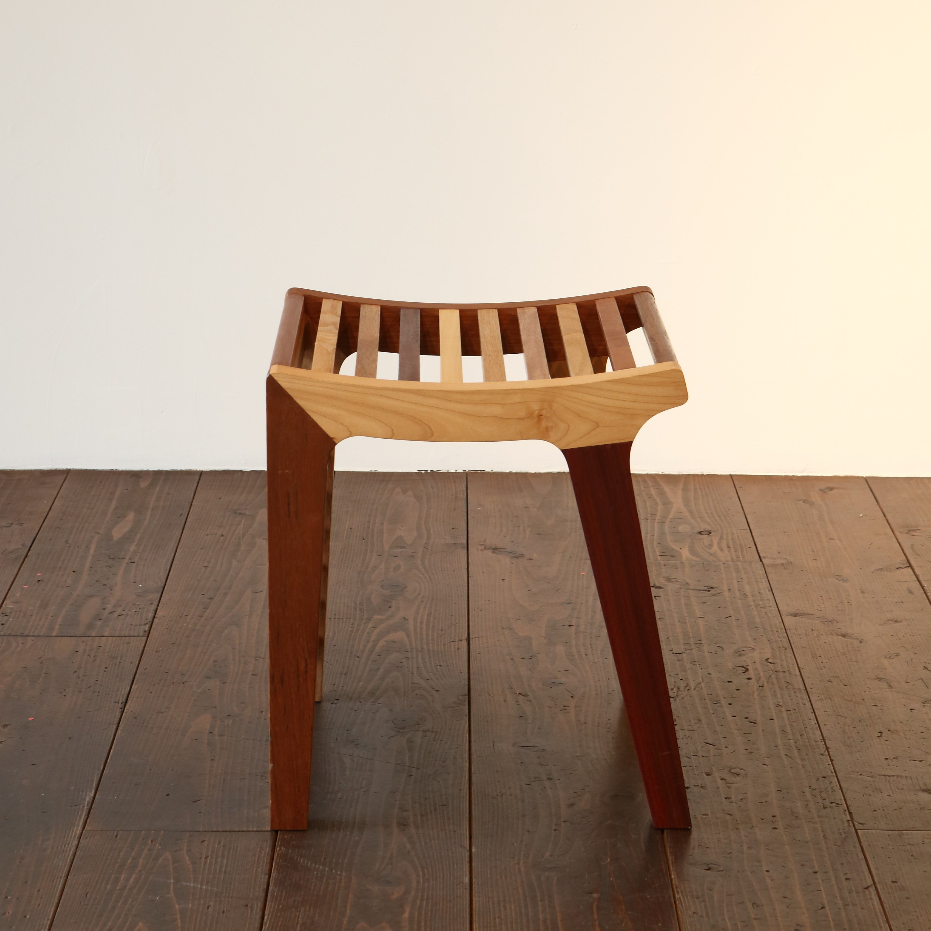 LOUVER LINE STOOL / wedge