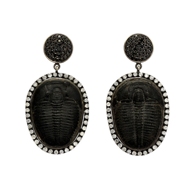 Trilobite drops with white and black diamonds