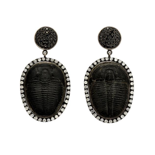 Trilobite drops with white and black diamonds