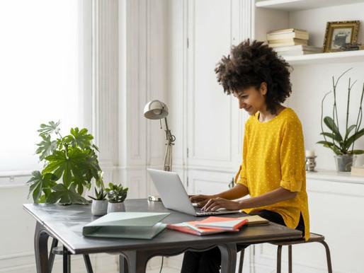 Mesmo trabalhando mais, 86% dos profissionais gostariam de continuar no home office, diz pesquisa