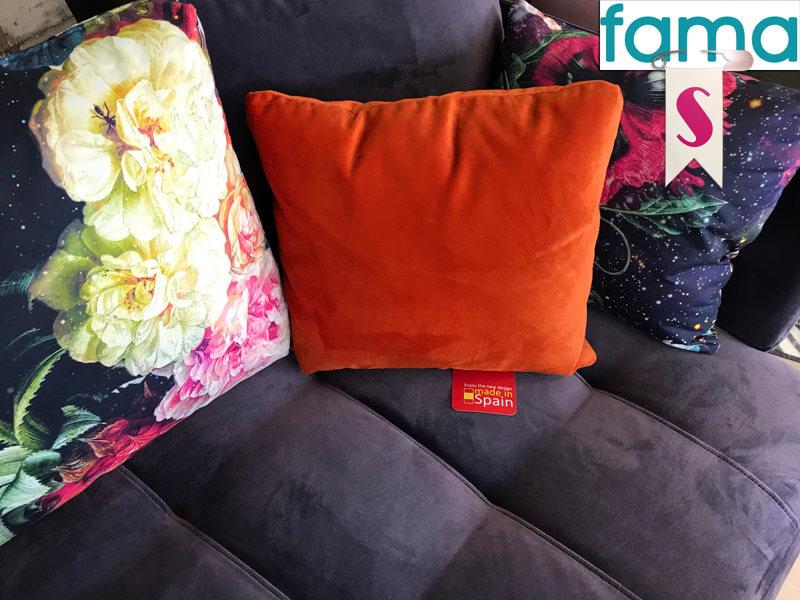 Fama_Pacific-Lounge_Sofa-Samt_Lila_stoff