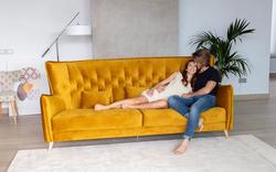 Nina-gold-fama-sofas_stiegler-wohnkultur