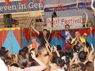 15e editie Pret! Festival geopend door wethouder Torunoglu: honderden kinderen uit het asielzoekersc