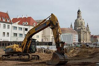 Ausgrabungen Bagger.JPG