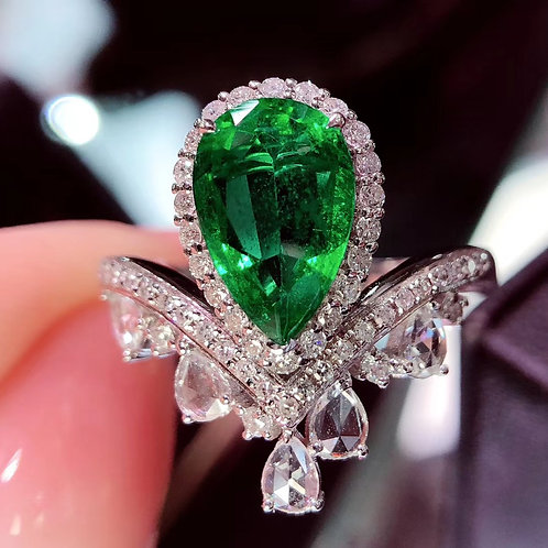 Pear Cut Emerald Ring 2ct