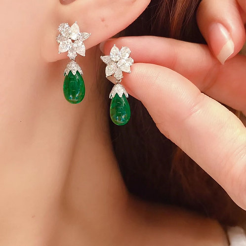 (Ask Price) Vivid Green Emeral Earrings 7.05ct