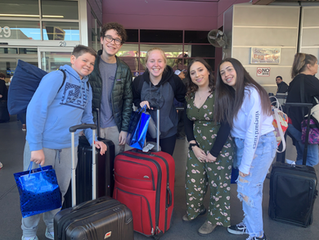 Midbar Kodesh Temple USYers recently flew to Burbank to participate in a weekend kinnus at Temple Al
