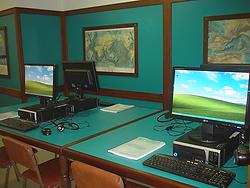 Aula con simulador de radio. Títuls náuticos