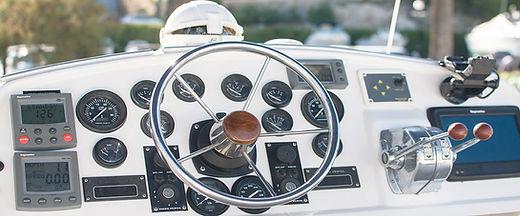 Flybridge catamarán prácticas Capitán de Yate